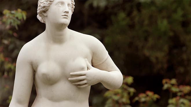 Lastminute.com Statue breast