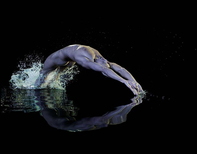 Gregor Tait swims nude in Powerade print advertisement
